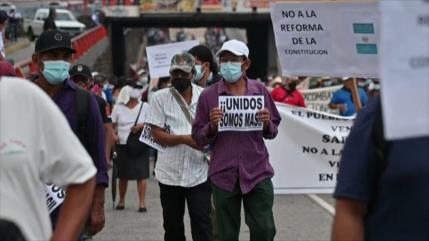 Salvadoreños protestan contra Bukele y sus recientes decisiones