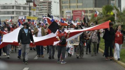 Marchas pro y contra migración en Chile dejan seis heridos