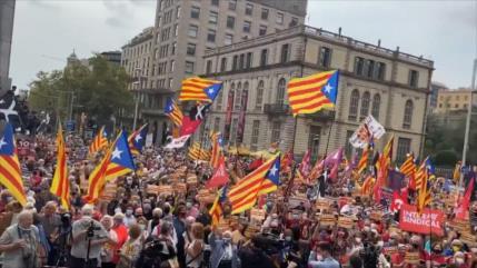 Catalanes conmemoran aniversario de referéndum independentista