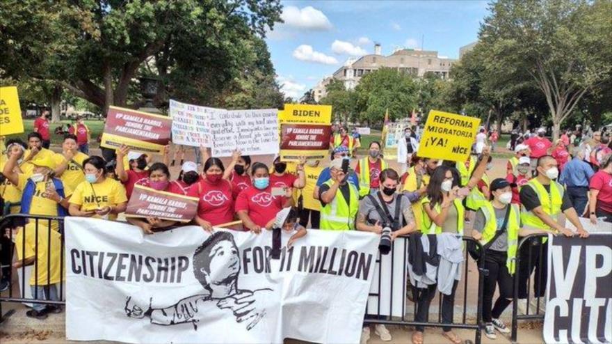 """Manifestantes urgen a Biden a priorizar """"ahora"""" la reforma migratoria"""