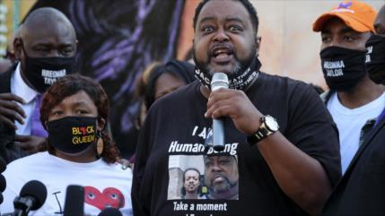 EEUU no imputa a policía que disparó en la espalda a hombre negro