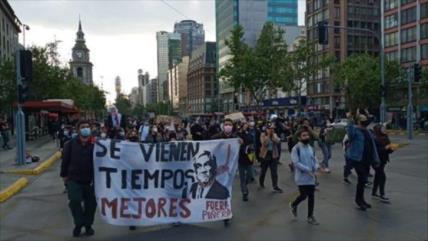 """Chilenos protestan contra Piñera tras caso de """"Papeles de Pandora"""""""