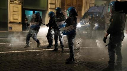 Protestas contra pasaporte sanitario en Europa se tornan violentas