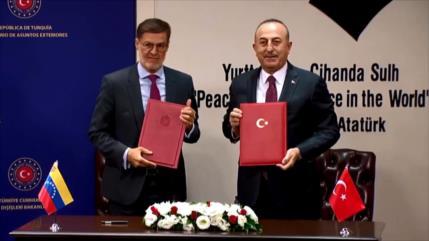 Venezuela y Turquía firman tres acuerdos de cooperación