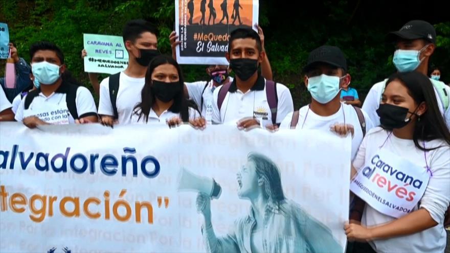Salvadoreños marchan para invitar a compatriotas a no migrar