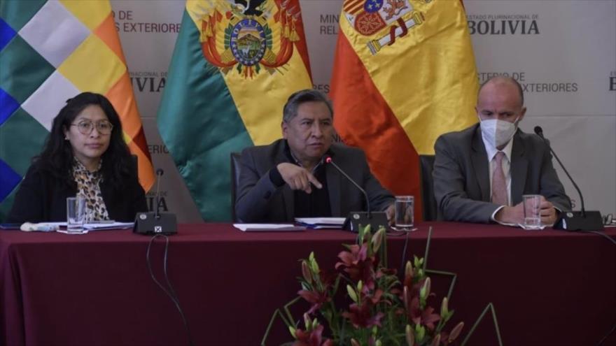 El ministro de Exteriores de Bolivia, Rogelio Mayta (centro), en una rueda de prensa, 24 de agosto de 2021.