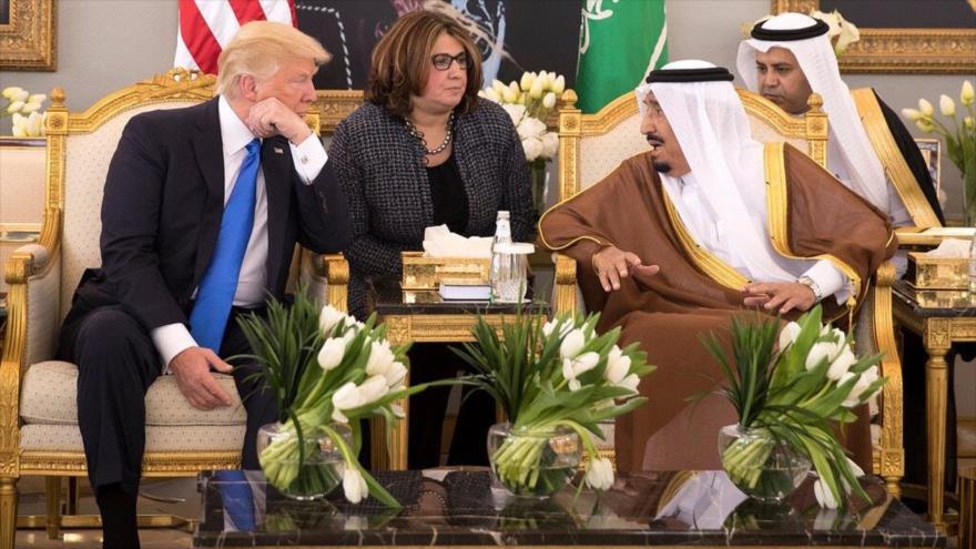 El expresidente de EE.UU. Donald Trump (izq.), y el rey saudí Salman bin Abdelaziz Al Saud, 2017. (Foto: New York Times)