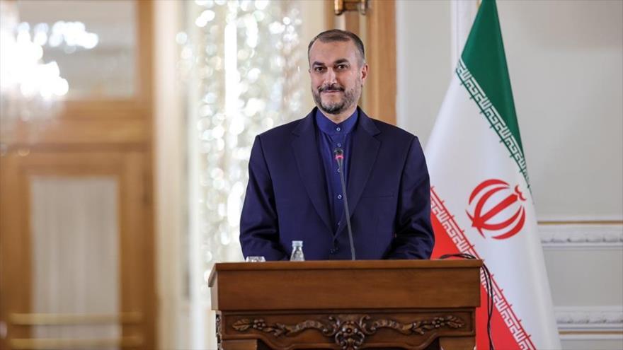 El canciller iraní, Hosein Amir Abdolahian, durante una conferencia de prensa en Teherán, capital de Irán, 4 de octubre de 2021. (Foto: FARS)