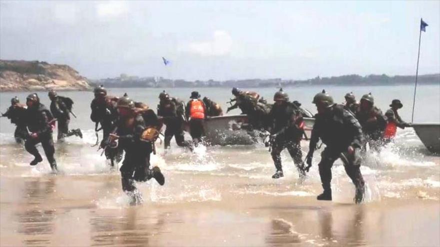 China realiza simulacro de desembarco en playa cerca de Taiwán