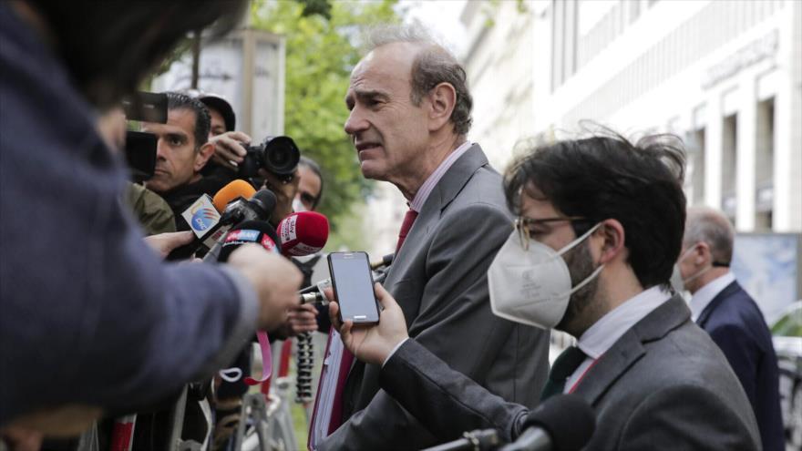 El vicesecretario general del Servicio de Acción Exterior de la UE, Enrique Mora, en una rueda de prensa en Viena, 19 de mayo de 2021 (Fuente: AP)