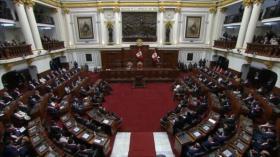 Congreso de Perú intenta limitar facultades de control de Castillo