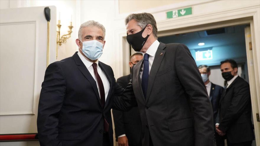 El secretario estadounidense de Estado, Antony Blinken (dcha.), y el canciller del régimen israelí, Yair Lapid.