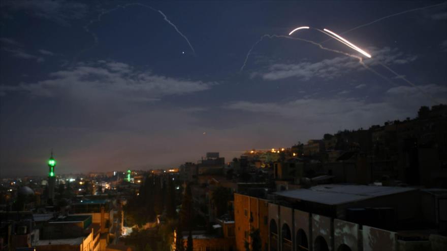Defensa aérea siria repele un ataque con misiles israelíes contra Damasco, capital de Siria. (Foto: AFP)