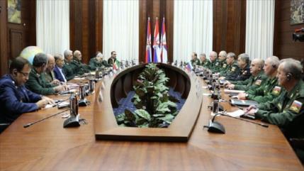 Irán tramita contrato para adquirir equipos militares rusos