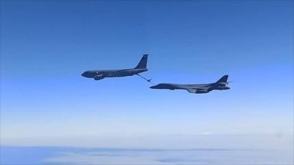 Cazas rusos escoltan a cuatro aviones de EEUU sobre el mar Negro