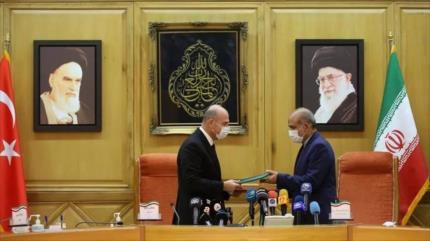 Irán y Turquía firman un acuerdo para ampliar lazos estratégicos