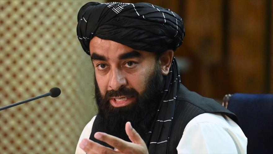 El portavoz de los talibanes, Zabihullah Mujahid, en una conferencia de prensa, Kabul, 7 de septiembre de 2021. (Foto: AFP)