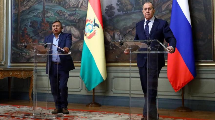 El canciller boliviano, Rogelio Mayta (izq.) y su homólogo ruso, Serguéi Lavrov, Moscú, 22 de octubre de 2021. (Fuente: twitter @mae_rusia)