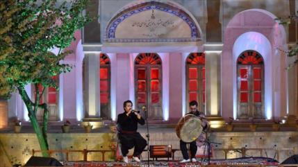 El 14.° festival de música folclórica de Irán concluye en Kerman